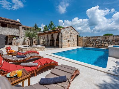 Photo for Charming stone villa with private pool near Pula