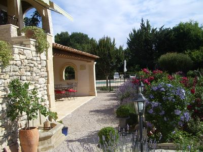 Photo for Large apartment in charming villa with pool in Provence (Luberon)