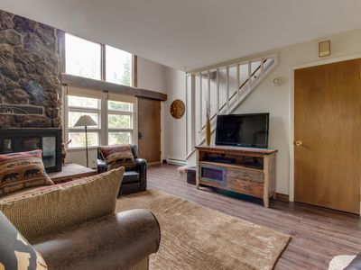 """Photo for Lovingly cared for """"Tree House"""" townhome w/balcony- close to outdoor activities!"""