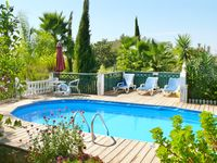 The property has beautiful garden areas for a relaxing holiday in a convenient area of the Algarve..