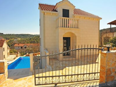 Photo for This 3-bedroom villa for up to 7 guests is located in Sutivan and has a private swimming pool, air-c
