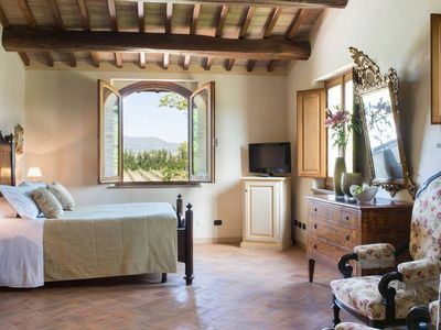 Photo for 5 bedroom villa with pool near Assisi