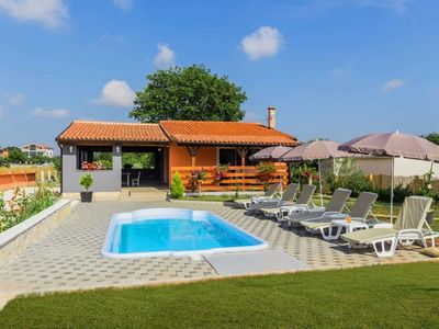 Photo for Holiday house Pula for 1 - 6 persons with 2 bedrooms - Holiday house