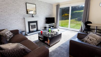 Photo for Lovely Modern 2 Bedroom Apartment