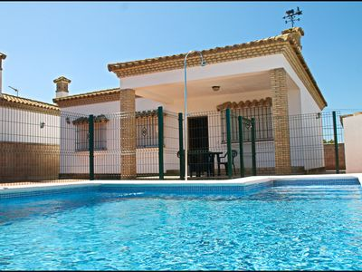 Photo for Holiday home with pool and barbecue