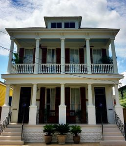 Walk to Frenchmen St, French Quarter; enjoy peace, quiet at the end of the da