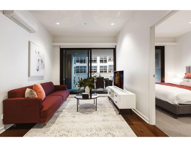Photo for Contemporary luxury in the heart of Melbourne