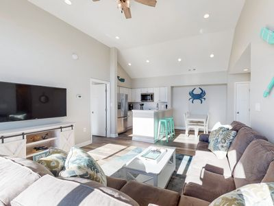 Photo for Bayview condo w/ shared pool & fantastic location near parks, shopping, dining!