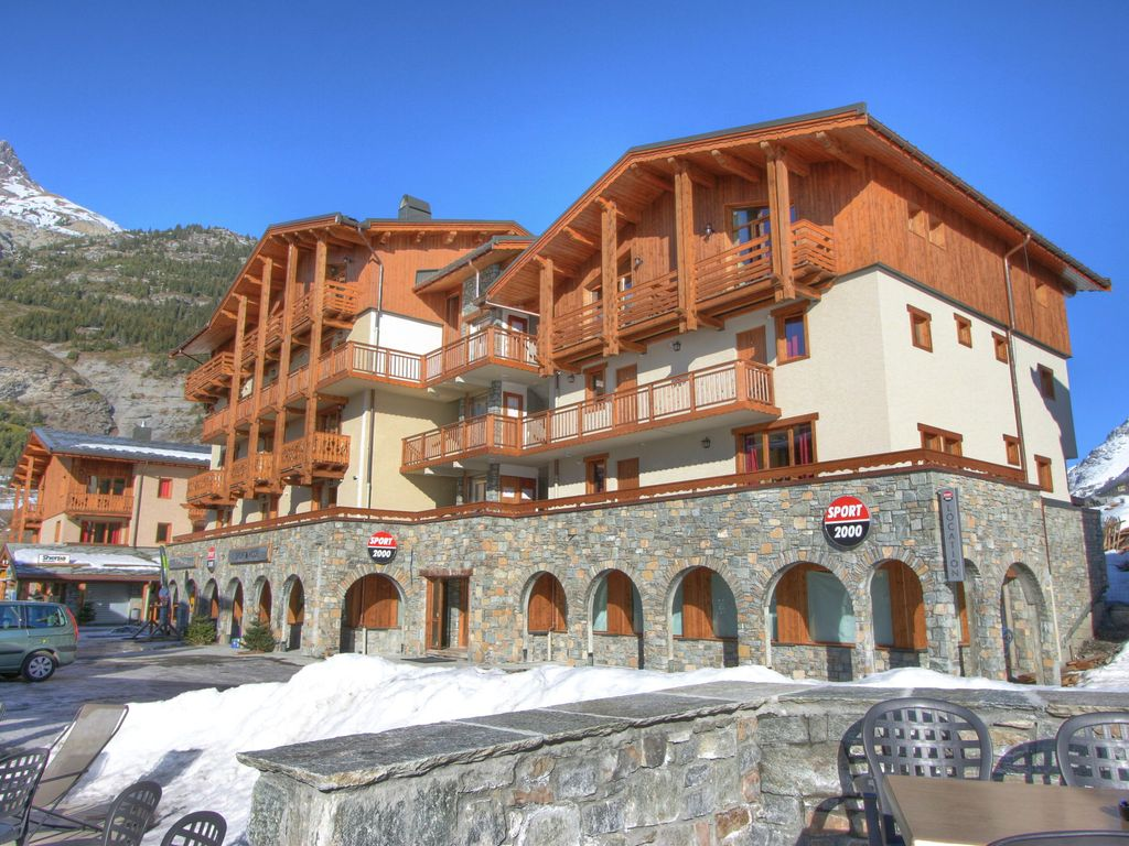 A comfortable apartment in the village of Val Cenis and at the foot of the ski-slope.