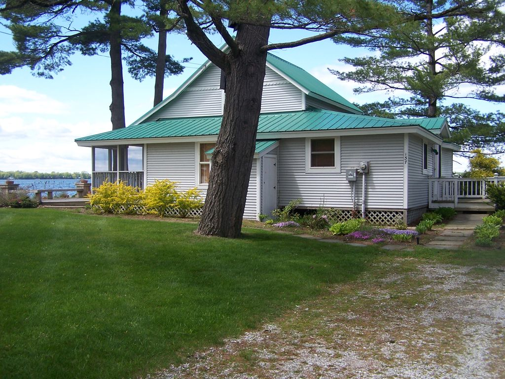 Beach front cottage with spectacular views great sunsets for Lake champlain cabins and cottages