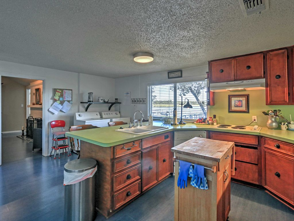 Cozy Fort Worth House w/Private Dock on Lake Worth, Fort ...