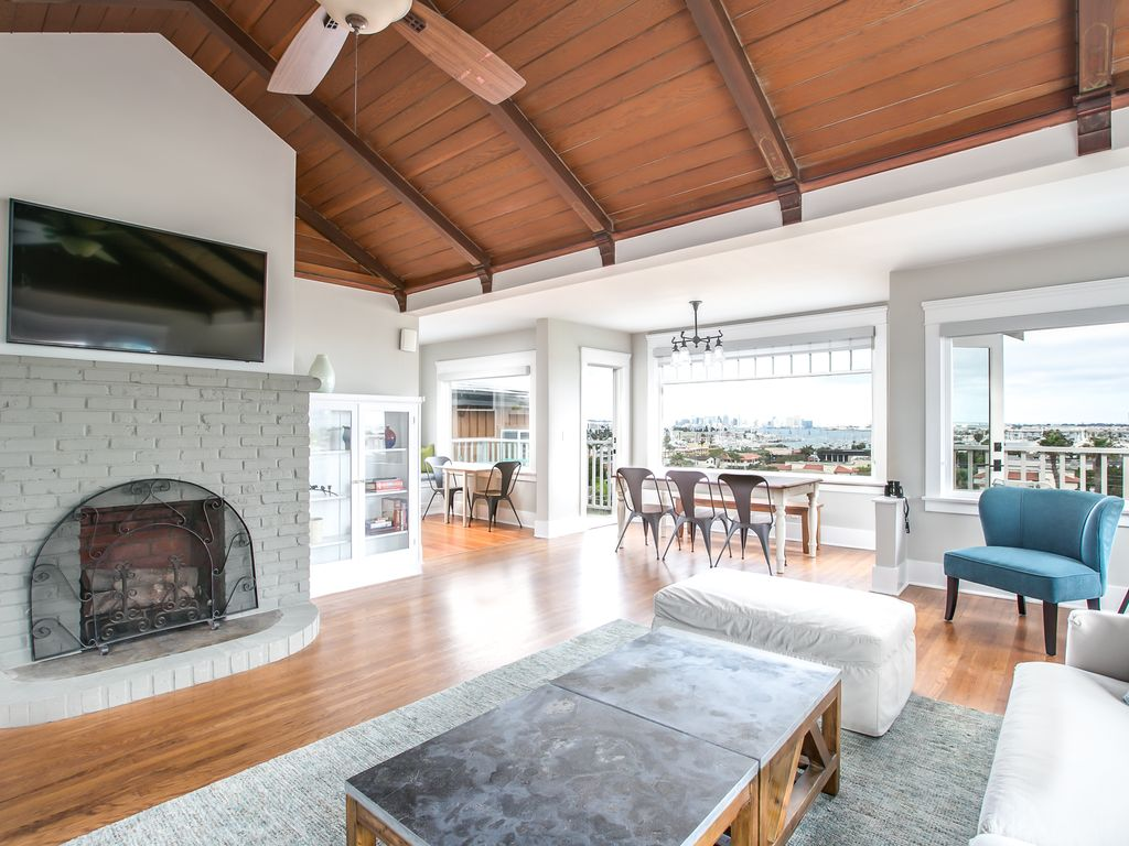 City/Bay Views! Remodeled Home with Pool - VRBO