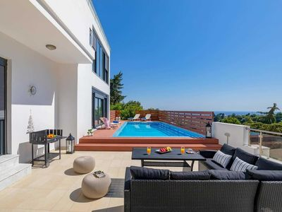 Photo for Great sea views on the outskirts of Koskinou village, with shops and restaurants a five minute walk. 3 bedrooms, 2 reception rooms, A/C, free Wi-Fi, pool towels, smart swimming pool and terrace areas.