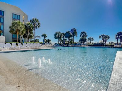 Photo for Resort condo with a balcony, access to the beach, shared pools & hot tub