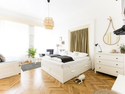 Friday Songs' spacious 3 room apartment, by Charles bridge and Prague Castle.