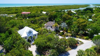 Palm Whisper: Luxurious & Private Pool Home by West End Bowmans Beach Access!