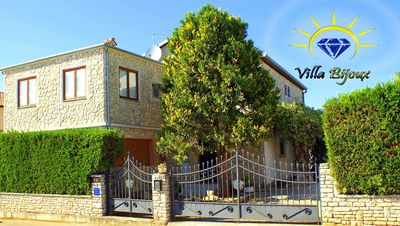 Photo for IDEAL FOR TWO FAMILY, POOL, 600m to the sea, WiFi, 15 km to Pula