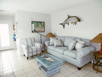 Photo for Tarpon! -Lg Lovely 1 BR, 1 BA, Dog Friendly, Fenced Yard, Walk to the Beach!