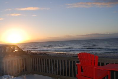 Start your day with a cup of coffee on the upper deck at sunrise!