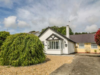 Photo for STEPPING STONES, pet friendly in Llanbedrog, Ref 967620
