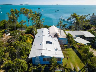 Absolute oceanfront central - Airlie Beach House
