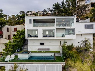 Photo for Entertainer's Showpiece in the Hollywood Hills