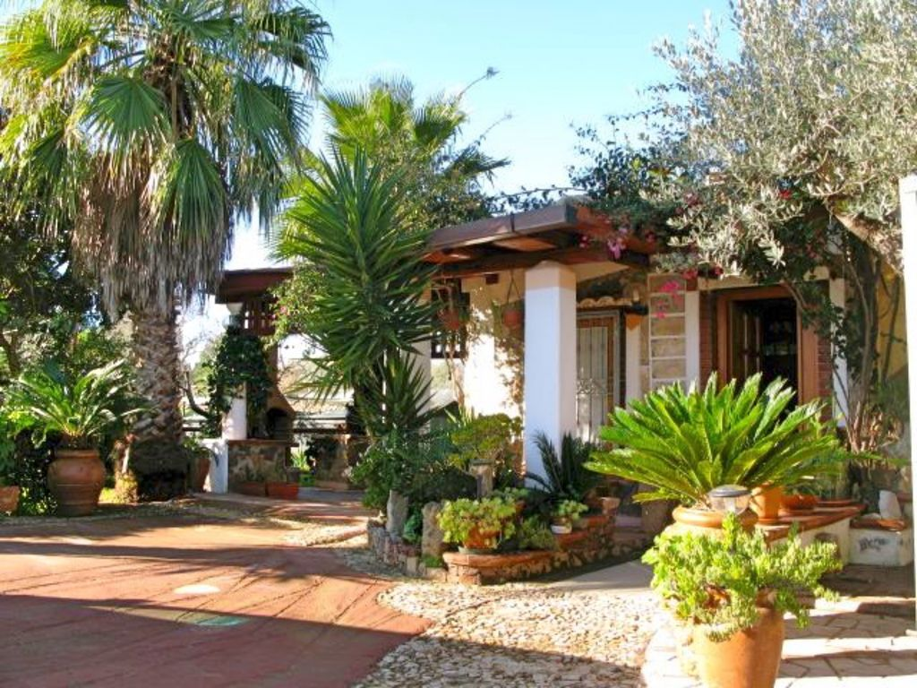 Surrounded By Greenery With A Magnificent Garden Terrace And Barbecue And Wifi For 4