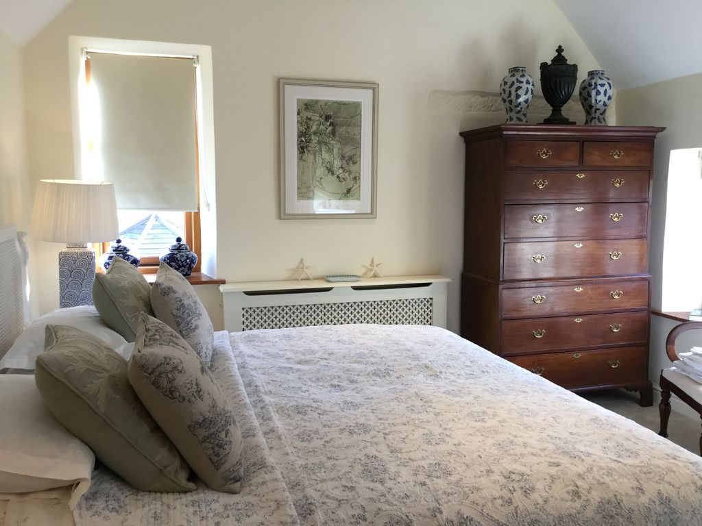 Chipping Campden House Rental   Main Master Bedroom With Super King Bed And  En Suite With
