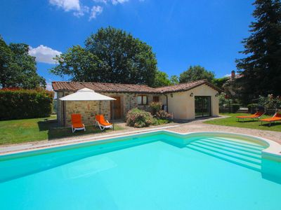 Photo for Stunning villa with private swimming pool in hilly surroundings in Umbria