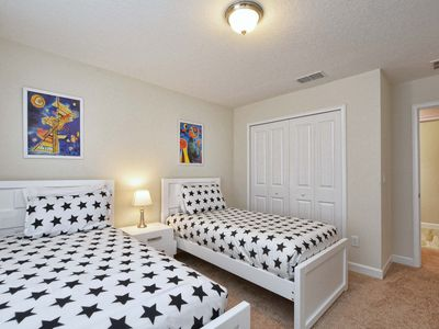 Photo for Cute pool home/4 miles disney/great resort amenities/gated/free wifi