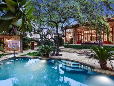 ABOVE PRIVATE ATX    Up to 15 Beds   8 MI to Dwtn   Pool I Sport Court
