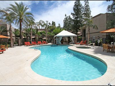 Photo for Luxury condo overlooking beautiful resort-style pool in sunny Scottsdale