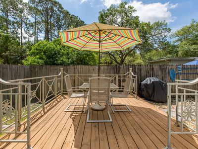 Photo for Adorable Pool Bungelow centrally located close to Green Key Beach, pet friendly