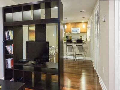 Cute & Cozy apartment in Capitol Hill! Parking, Wifi, & Close to everything!