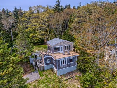 Photo for Woodsy home w/ a cottage feel plus a full kitchen, furnished decks, & ocean view