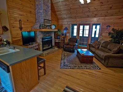 Photo for Charming Log Cabin (Cabin Dreams)