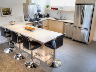 Beautifully Furnished 2 Bedroom Suite In Town - easy walk to hospital!