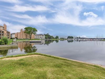Photo for Waterfront Condo in Walden Marina