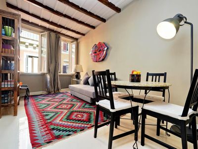 Photo for Spacious Vantaggio apartment in Piazza di Spagna North with WiFi & integrated air conditioning.