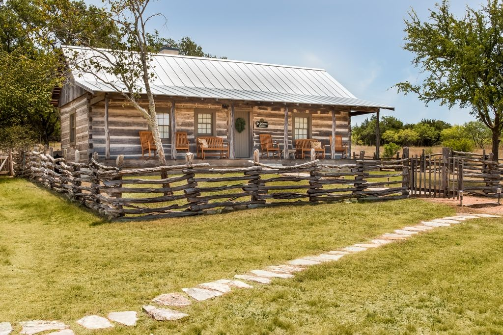 Legacy Ranch Guest Houses: just 8 minutes from Main St on private gated  ranch - Fredericksburg