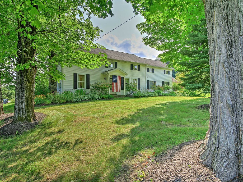 New lovely 3br saratoga springs home on 3 vrbo for Vacation rentals in saratoga springs ny