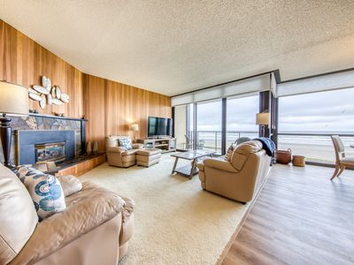 Photo for Oceanfront condo with amazing views plus shared pool & sauna!