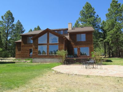 New! Beautiful mountain home on 2 acres next to the best SF Peaks Trails