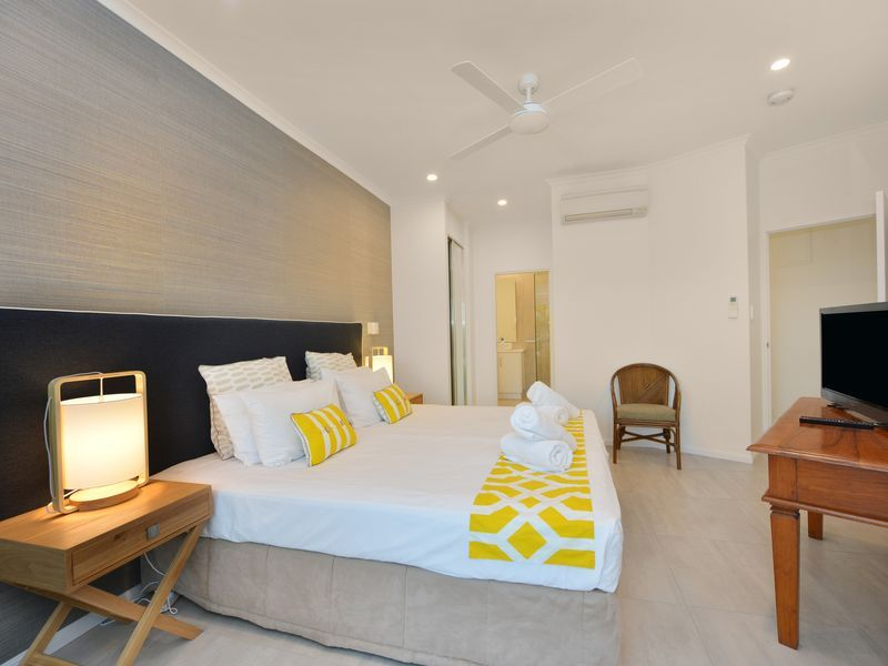 328 Beaches- Newly renovated beachside apartment