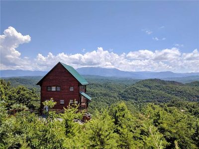 Photo for Amidst the Beauty |Mountain Views |Wi-Fi |Hot Tub |Loft Game Area |Community Pool