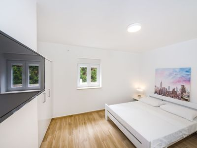 Photo for 1 bedroom apartment with terrace for 4 people