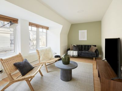 Photo for Beautiful 2BR in Mayfair by Sonder