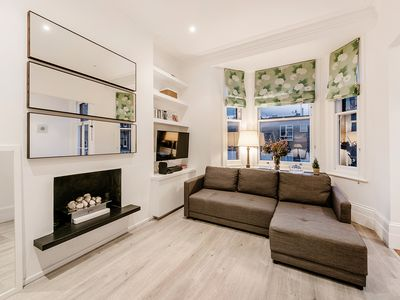 Photo for Lovely 2 bedrooms flat in the heart of Chelsea {BC1}