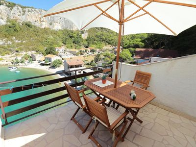 Photo for One bedroom apartment near beach Cove Vela Stiniva bay - Vela Stiniva (Hvar)