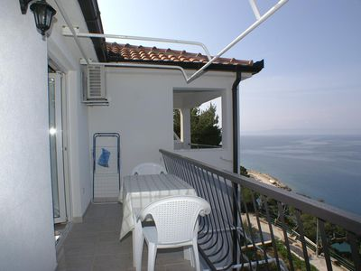 Photo for One bedroom apartment with terrace and sea view Bratuš, Makarska (A-2627-b)